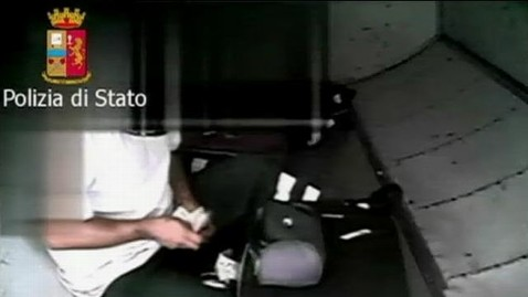 abc aptn italy thefts kb 130503 wblog Baggage Handlers Accused of Brazen Thefts, Caught on Camera