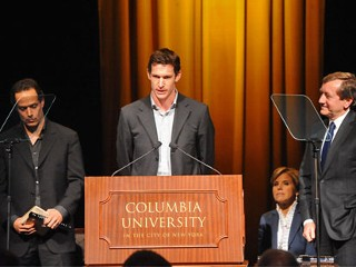 PHOTO: Tim Hetherington accepts the 2009 Alfred I. DuPont award