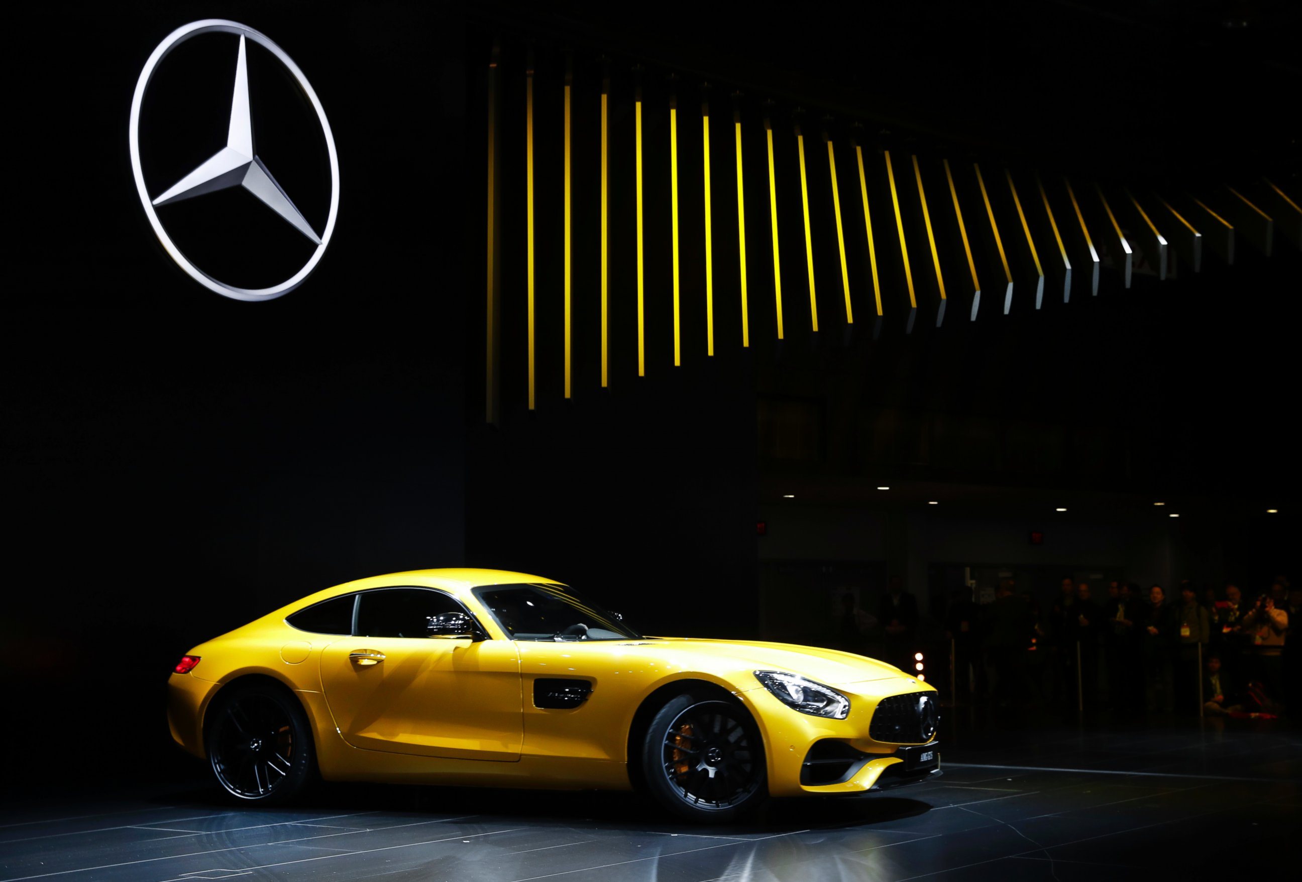 Mercedes benz videos at abc news video archive at for Mercedes benz us international
