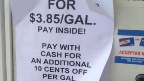 abc gas scam lpl 130522 wblog Scammer Steals Minn. Gas Station, Holds Big Sale