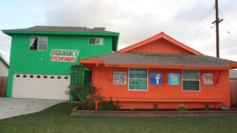 brain maniacs house thg 120229 wblog Get Your Mortgage Paid for by Turning Your House Into a Billboard