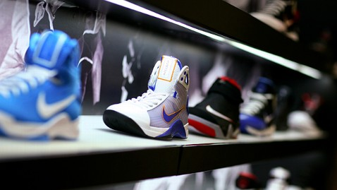 gty nike shoes jp 120420 wblog Nike Launches Sneaker Twitter RSVP System