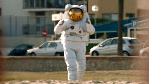 ht axe commercial space suit jef 130128 wblog Axe Promotes Space Contest in Super Bowl Ad