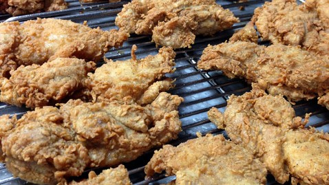 ht kfc chicken jef 130405 wblog KFC Rolls Out Boneless, But Will Keep Drumsticks