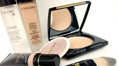 ht lancome makeup nt 130502 wblog Woman Sues Make Up Company for False Advertising
