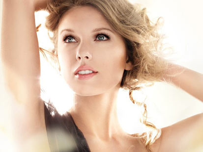 ht taylor swift covergirl photoshop thg 111219 main Procter & Gamble Pulls Photoshopped Taylor Swift Mascara Ad