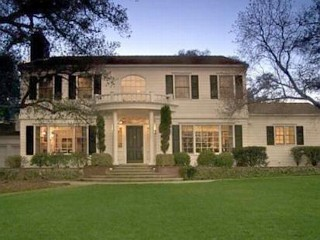 Taylor Swift Buys Home in Cash