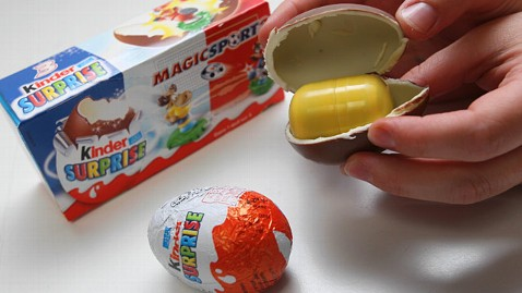 ld kinder suprise egg ll 130315 wblog Toy Filled Chocolate Eggs Hit Stores In Time for Easter