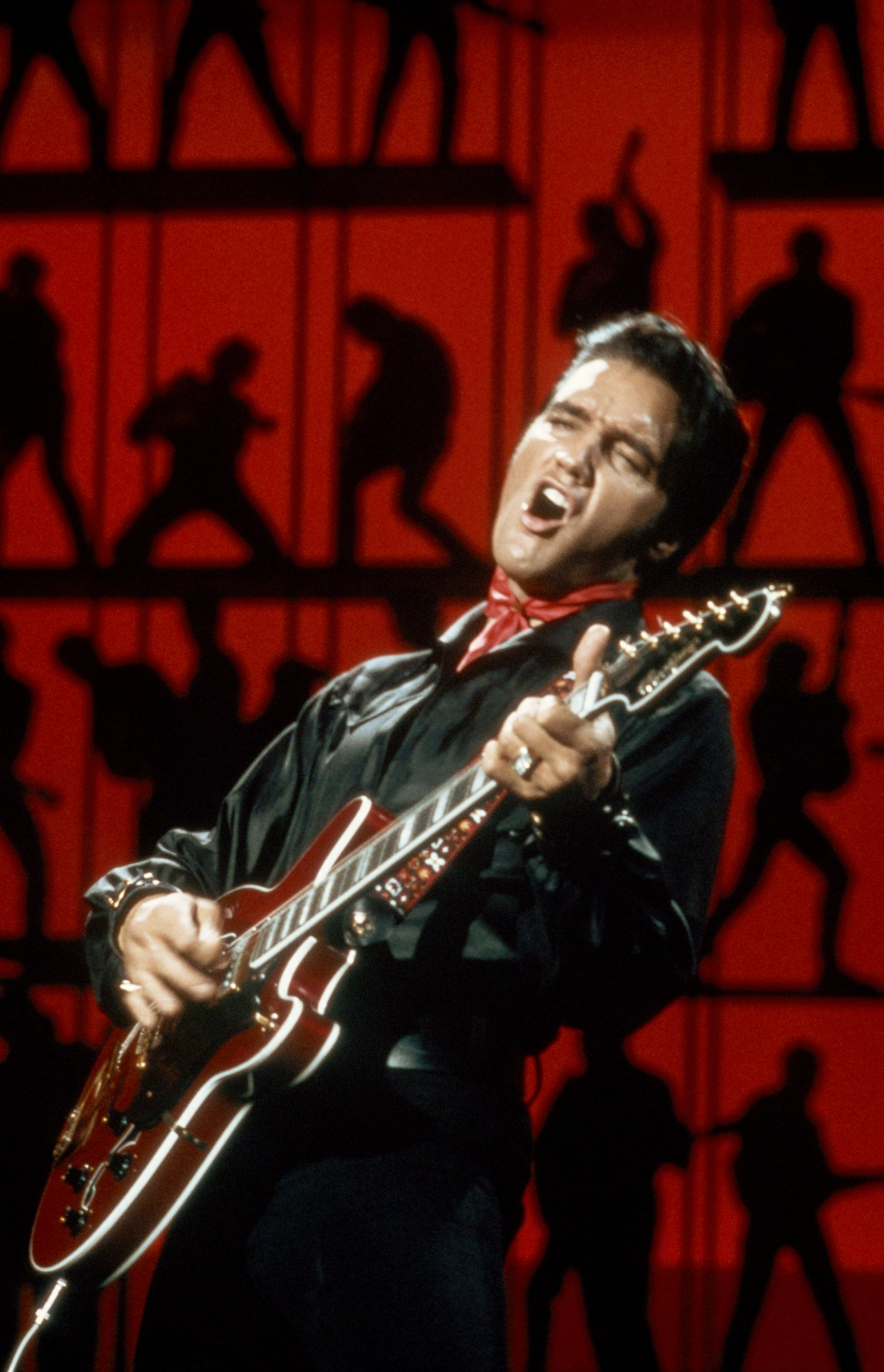 an analysis of melody and harmony in hound dog by elvis presley A movement of chords in a purposeful fashion, easiest to hear in bass first, chords can only harmonize a small number of melody notes, so in order to keep the harmony consonant with the melody, chords must continually change.