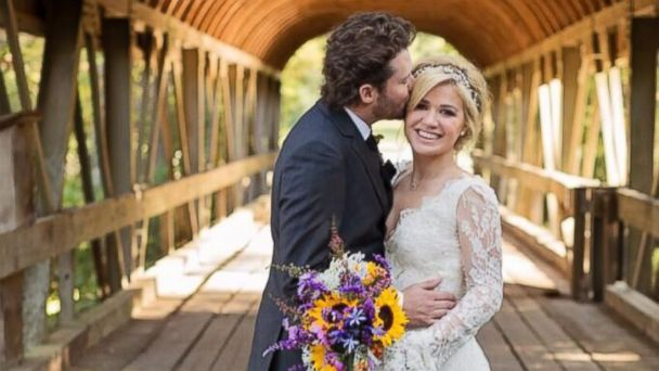 HT kelly clarkson wedding lpl 131021 16x9 608 Kelly Clarkson Pregnant With Her First Child