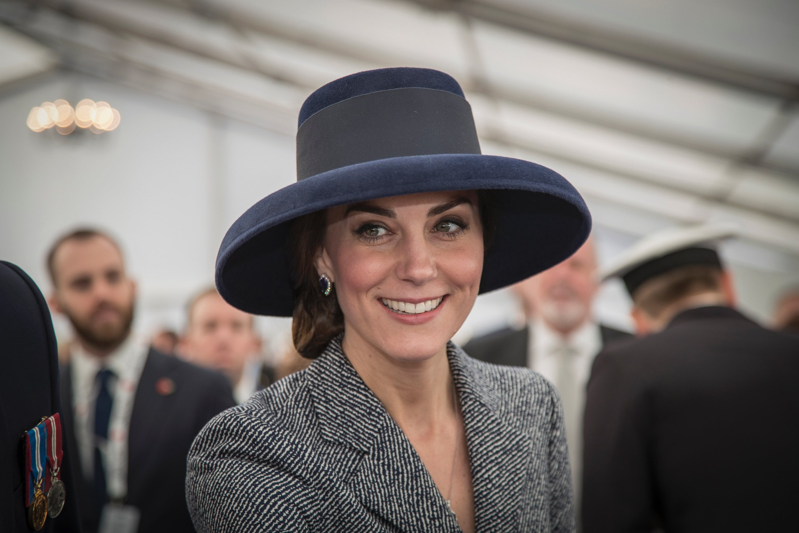 Znalezione obrazy dla zapytania duchess kate iraq hat