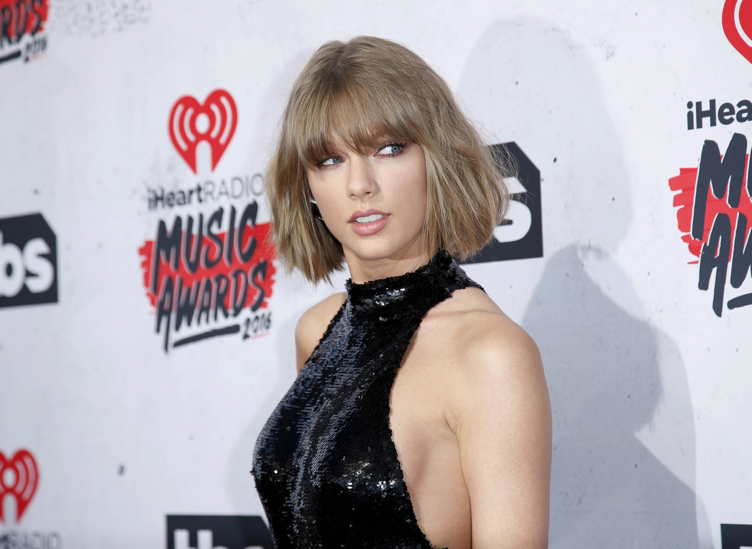 Photo Singer Taylor Swift Poses At The 2016 Iheartradio Music