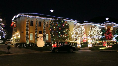 Britney Spears Bedazzles Calif Mansion With Christmas
