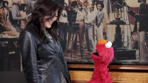 abc juju elmo nt 111024 wblog Meeting Elmo Inside Jim Henson Productions Workshop: Like Pulling Back the Curtain on Oz