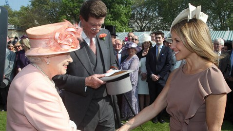abc katie couric queen elizabeth 120522 wblog Katie Couric Greets Queen Elizabeth Before Diamond Jubilee