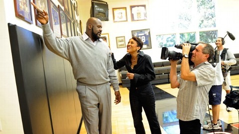 abc robin roberts shaq 1 jef 111115 wblog Inside Shaquille ONeals Larger Than Life World