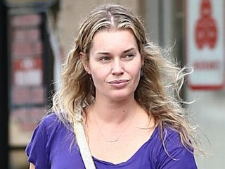 Rebecca Romijn Looks Fine Sans Make-up