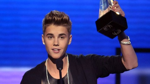 ap bieber ac 121118 wblog Justin Bieber Named Artist of the Year at American Music Awards