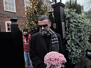 PHOTO: British singer George Michael leaves his house in north London, Dec. 23, 2011.