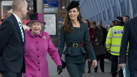 ap kate middleton queen elizabeth thg 120308 wblog Kate Middleton, Queen Kick Off Diamond Jubilee Tour in Style