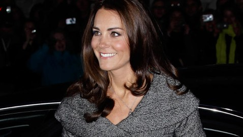 ap kate middleton wy 120208 wblog Kate Middleton Steps Out Solo at National Portrait Gallery
