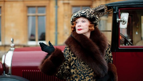 ap shirley maclaine downton wy 130304 wblog Shirley MacLaine to Return to Downton Abbey