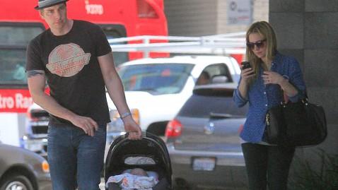 bi dax shepard kristen lincoln bell tk 130530 wblog First Glimpse: Kristen Bell, Dax Shepards Baby Girl