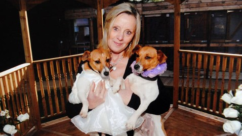cn ann cark animal wedding jp 120521 wblog Here Comes the Dog: Woman Performs Weddings for Pets