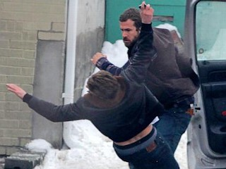 Ryan Reynolds and Scott Speedman Fight On Set
