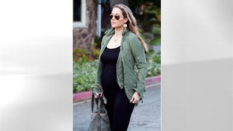 gty Elizabeth Berkley pregnant thg 120306 wblog Saved by Bell Actress Elizabeth Berkley Expecting