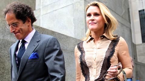 gty Genevieve Sabourin stalker nt 120514 wblog Baldwins Alleged Stalker Leaves Court Smiling
