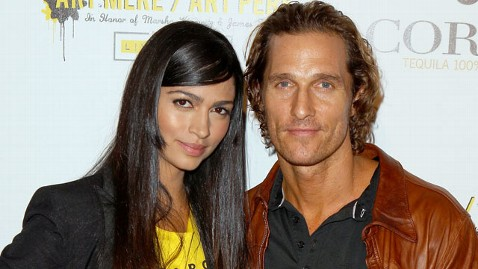 gty Matthew McConaughey engaged nt 111226 wblog Matthew McConaughey Proposes on Christmas Day