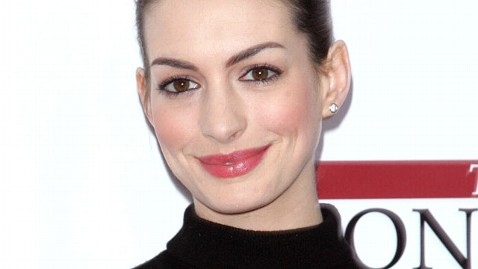 gty anne hathaway jef 120301 wblog Anne Hathaway: Lindsay Lohan and I Have More in Common Than People Think