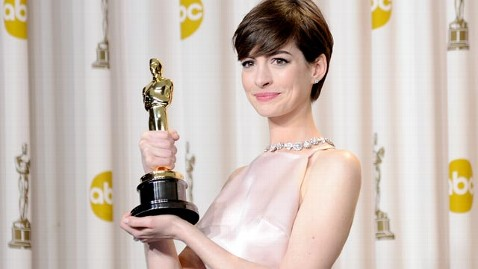 gty anne hathaway jef 130226 wblog Oscar Winner Anne Hathaway Answers Critics