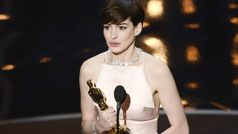gty anne hathaway thg 130224 wblog Oscars 2013: Academy Awards Live Updates