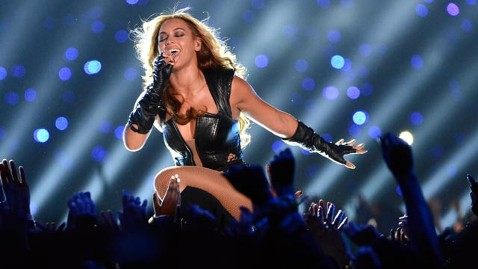 gty beyonce halftime 02 jef 130204 wblog Super Bowl Blackout Not Beyonces Fault, NFL Says