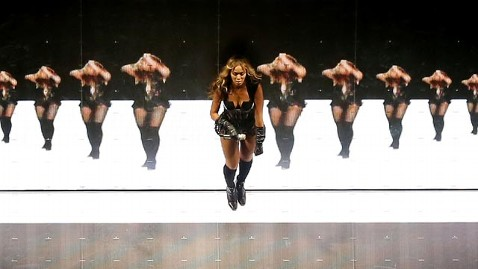 gty beyonce halftime jef 130204 wblog Super Bowl 2013: Beyonce, Blackout Among Most Electric Social Media Moments