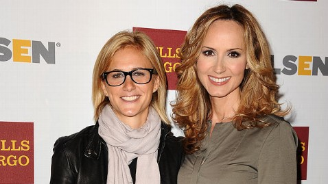 gty chely wright lauren blitzer twins lpl 130124 wblog Country Singer Chely Wright Pregnant With Identical Twins