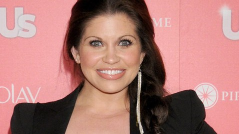 gty danielle fishel wy 121221 wblog Boy Meets World Star Danielle Fishel Graduates, Gets Engaged