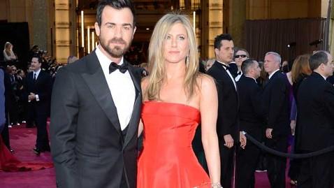 gty jennifer Aniston justin theroux oscars thg 130224 wblog Oscars 2013: Academy Awards Live Updates