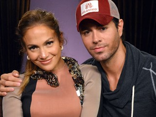 PHOTO: Singers Jennifer Lopez and Enrique Iglesias pose at a press conference at Boulevard3, April 30, 2012 in Hollywood, California.