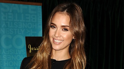 gty jessica alba lpl 130321 wblog Jessica Alba Wore Corsets to Regain Figure After Pregnancy