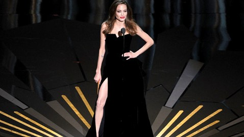 gty jolie leg full 120226 wblog Oscars 2012 Fashion Report: Angelina, Meryl and Melissa
