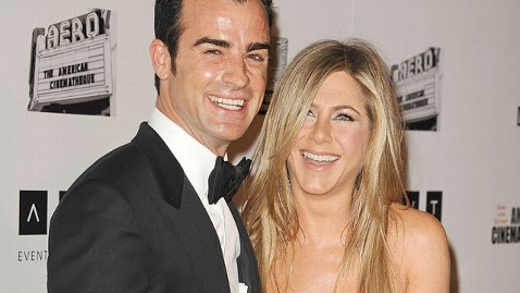 gty justin theroux jennifer aniston thg 130418 wblog Why Jennifer Aniston Is Constantly Scared Around Justin Theroux