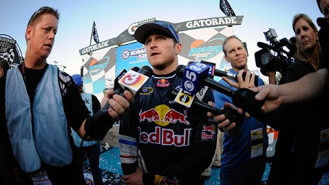 gty kasey kahne jp 111230 wblog Kasey Kahne Apologizes Over Breast Feeding Comments