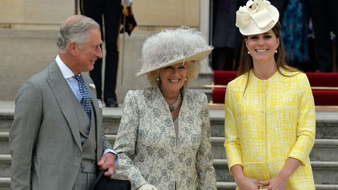 gty kate middleton ml 130522 wblog Duchess Kate Shows Baby Bump at Queens Garden Party
