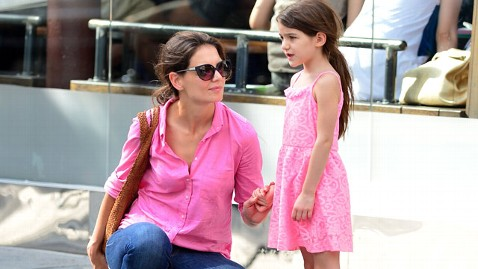 gty katie holmes suri cruise jt 130521 wblog Star Sightings: How Katie Holmes and Suri Cruise Spent a Rainy Day and more