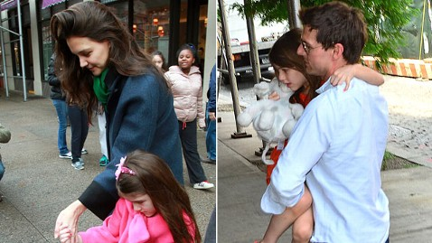 gty katie tom suri cruise jp 121228 wblog How Suri Cruise Spent Christmas