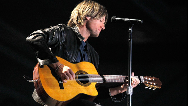 gty keith urban ll 111103 wmain Keith Urban To Undergo Throat Surgery