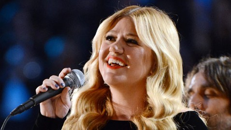 gty kelly clarkson clive lpl 130219 wblog Kelly Clarkson Slams Clive Davis for Allegedly Spreading False Information About Her in New Memoir